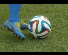 サッカー キックの瞬間