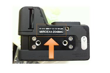 MiroeXシリーズはカメラの底面に記載。