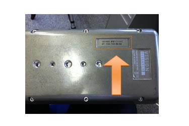 V12.1/310/710シリーズは底面に記載